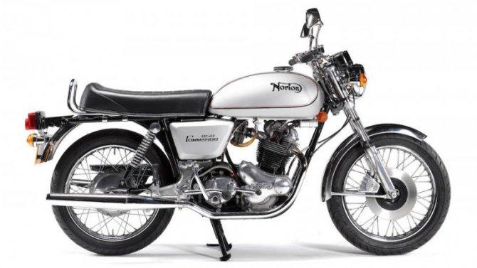 Напродажу выставлен мотоцикл, пробывший вупаковке 43 года