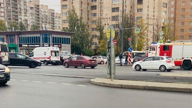 Два человека пострадали в ДТП в Выборгском районе Петербурга