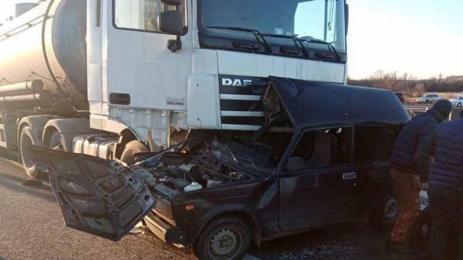 Водитель ВАЗа погиб в ДТП в Калининском районе Саратовской области