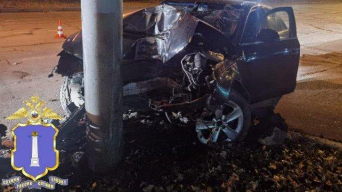 В Ульяновске иномарка врезалась в столб – водитель погиб