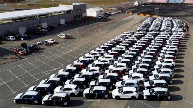 Сотни автомобилей Mazda немогут доехать додилеров