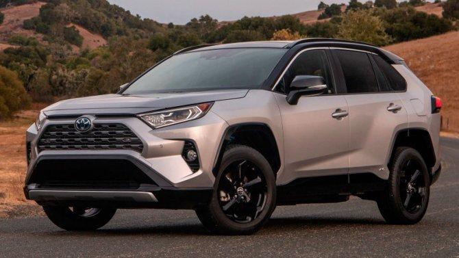 Выросли рублёвые цены автомобилей Toyota