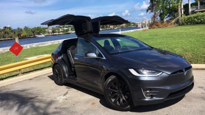Электромобили Tesla разрушаются находу итеряют управление