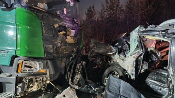 Водитель Nissan погиб в ДТП с большегрузом под Нижним Тагилом