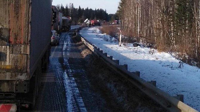 Водитель бензовоза погиб в ДТП под Красноярском