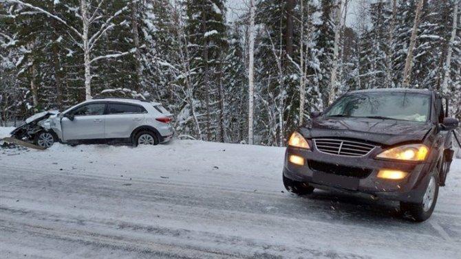Два человека пострадали в ДТП на трассе в Томской области