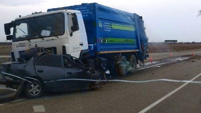 В Белореченском районе легковушка залетела под МАЗ – водитель погиб