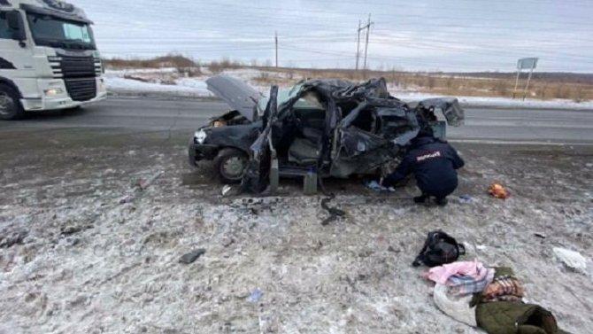 В ДТП с фурой под Самарой погибли девушка и ребенок