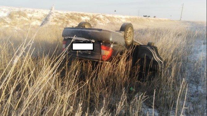 В Светлинском районе Оренбургской области при опрокидывании иномарки пострадал водитель