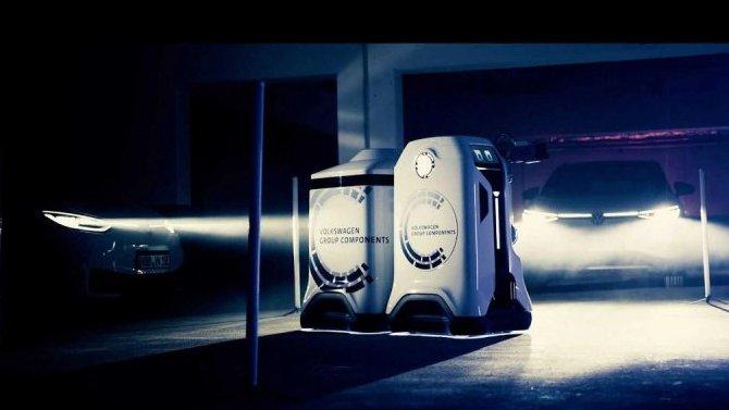 Volkswagen представил заряжающего электромобили робота