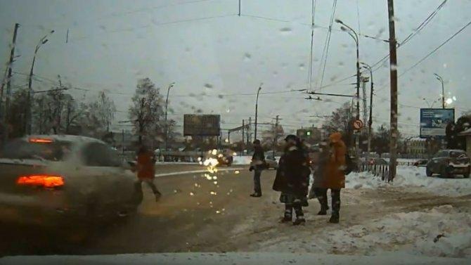 В центре Рязани автомобиль сбил женщину