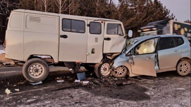 Водитель иномарки погиб в ДТП с УАЗом в Челябинской области