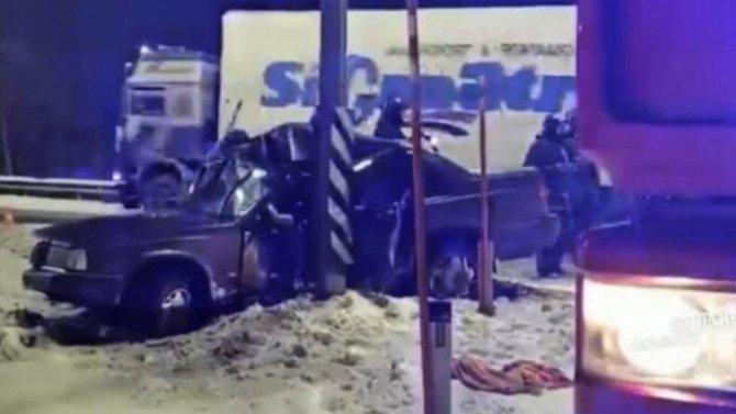 В ДТП под Мурманском пострадали два человека