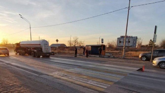 В Волгограде КамАЗ сбил девушку на переходе