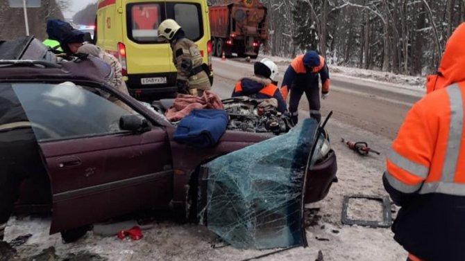 Два человека пострадали в ДТП со снегоуборочной машиной в Новгородской области