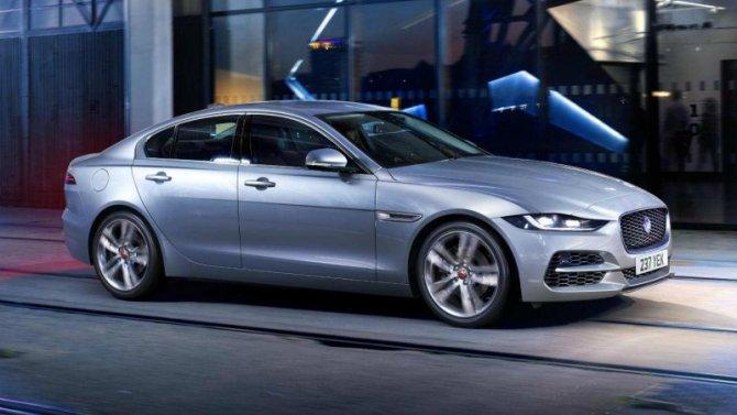 Приостановлен выпуск двух моделей Jaguar