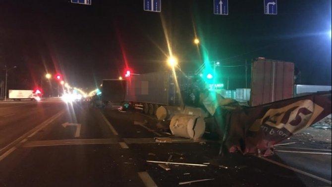 Водитель грузовика погиб в ДТП в Тверской области