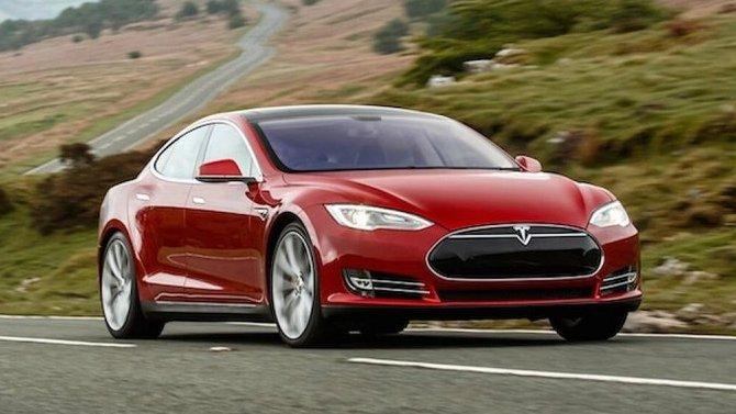 Tesla временно остановит выпуск двух моделей