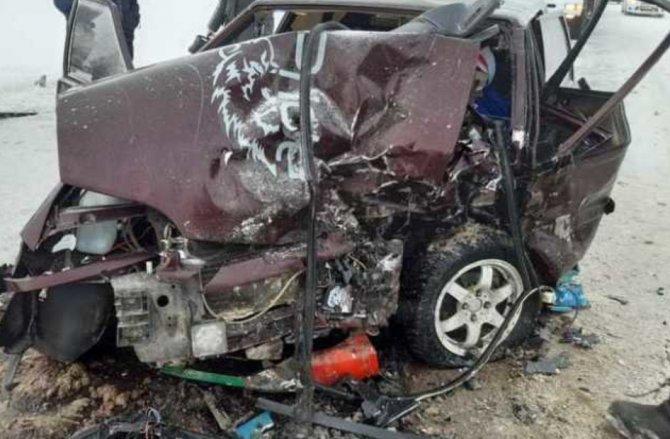 Жуткая авария в Сабинском районе Татарстана, погибли двое взрослых и маленький ребенок_2