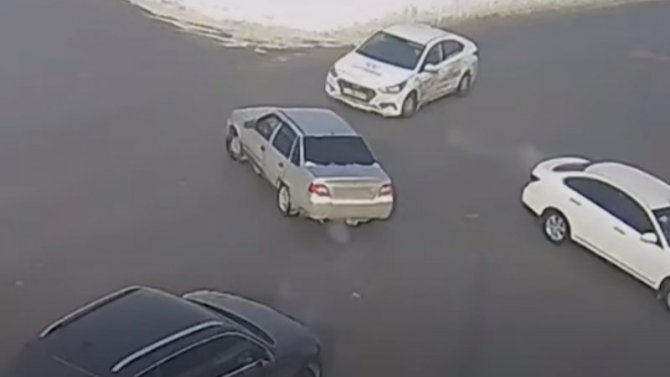 В Волгограде Daewoo Nexia не смогла пропустить машину такси