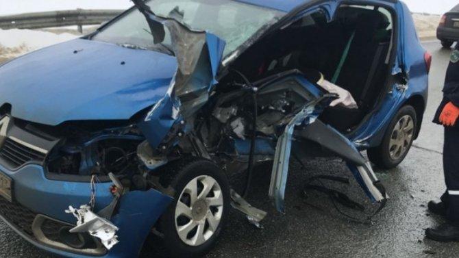 Изпокореженного автомобиля вМордовии спасатели струдом выковыряли девушку