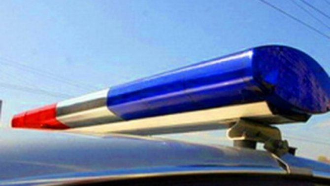 Петербуржец с зонтиком помог водителям в пробке