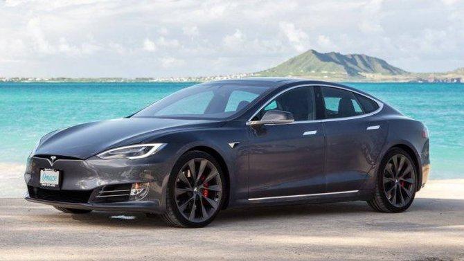 Две модели Tesla получат камеры, направленные наводителя