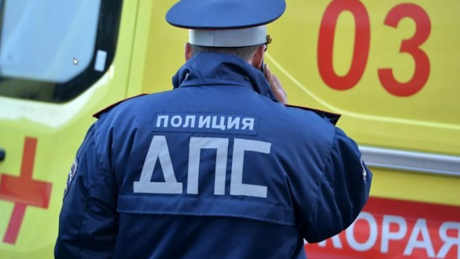 ВАрхангельске рейсовый автобус столкнулся соскорой, после чего сбил пешехода