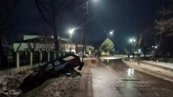 Кювет сделался пристанищем для легковушки вгороде Славск, Калининградской области