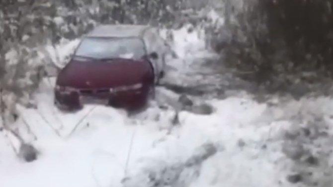 Mazda, всалоне которой находилась 5-месячная девочка, опрокинулась вкювет