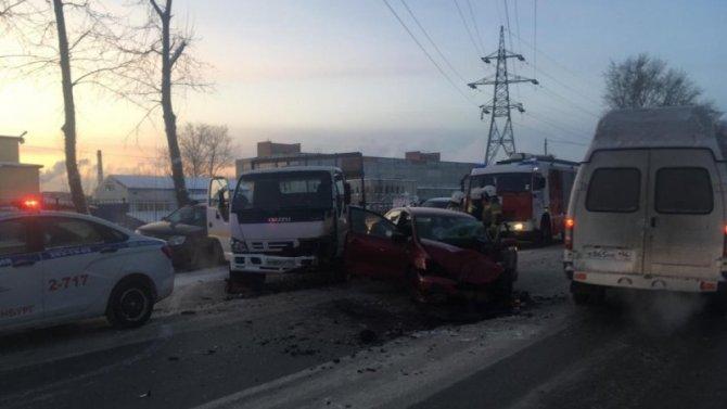 В ДТП в Екатеринбурге пострадали два человека
