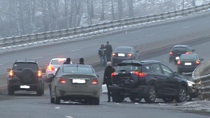 Два крупных ДТП заблокировали дороги изЛесной Поляны вКемерово