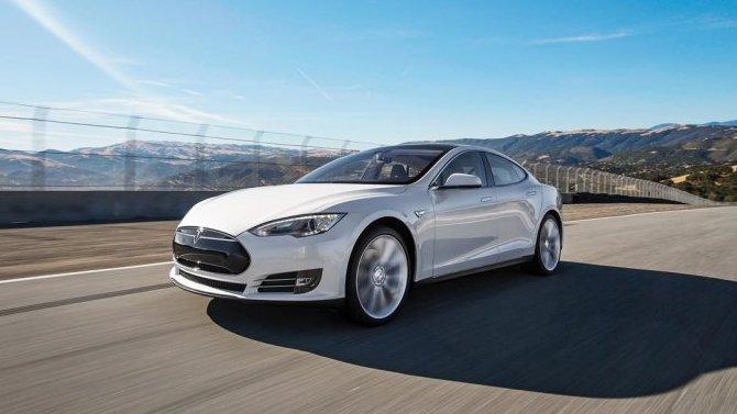 Уэлектромобилей Tesla вновь появились проблемы