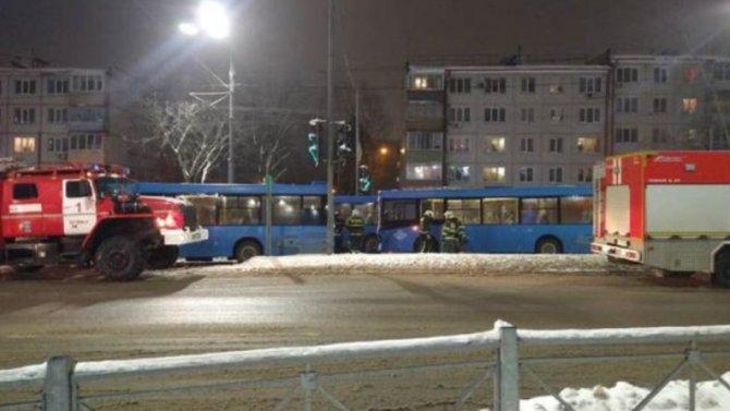 При столкновении автобусов в Брянске, два человека пострадали