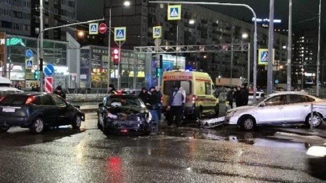 Три автомобиля столкнулись в Колпино