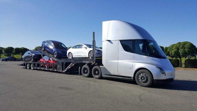 Работа над электрогрузовиком Tesla Semi будет ускорена