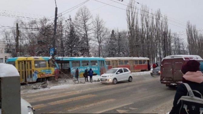 Трамвай сошел срельсов вНижнем Новгороде