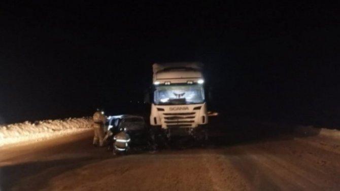 Лобовое столкновение «Жигулей» сгрузовиком вМордовии, погиб человек