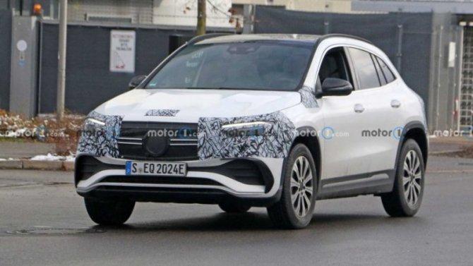 Появилось изображение передней панели Mercedes-Benz EQA