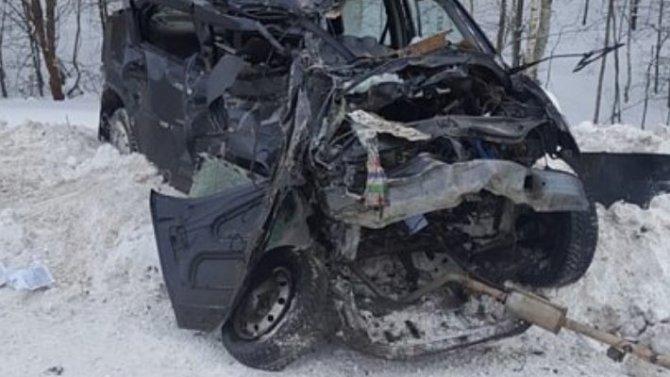Renault между селами Полково и Заборье – всмятку!