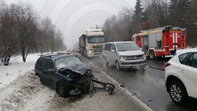 В ДТП на Калужском шоссе в Новой Москве пострадали двое
