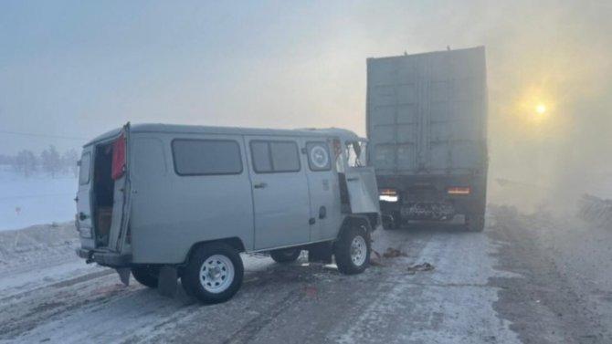 Густой туман привел кстолкновению двух машин вМегино-Кангаласском районе