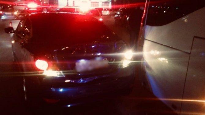 Маленькая девочка пострадала встолкновении автобуса иHyundai Solaris