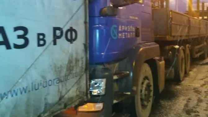 Водителя после ДТП в Тосненском районе доставали из машины спасатели