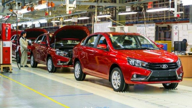 Сколько машин продал «АвтоВАЗ» впрошлом году?