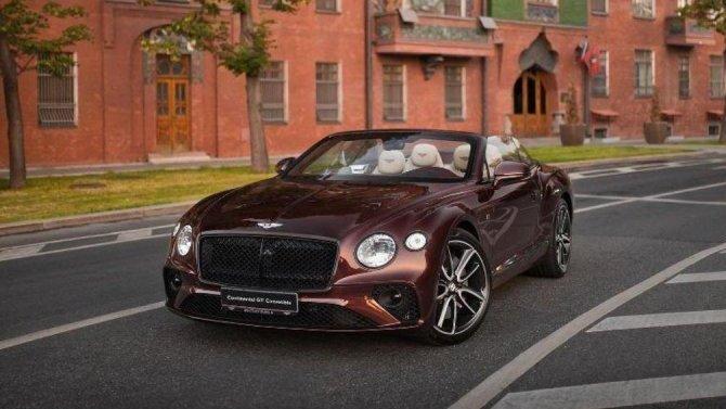 Укабриолетов Bentley Continental GTC «едет крыша»