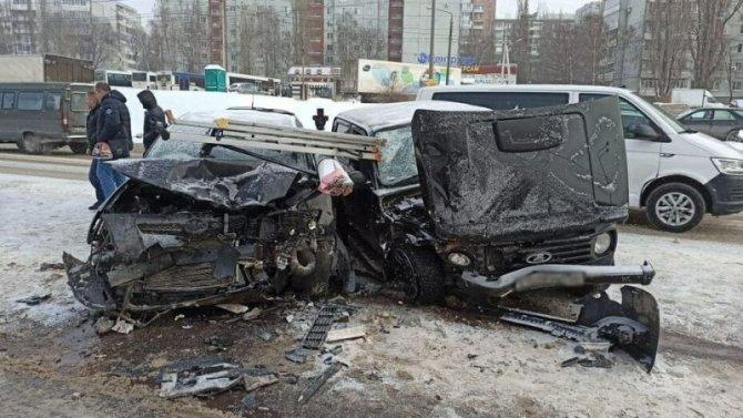 Четыре человека, включая ребенка, пострадали в ДТП в Воронеже
