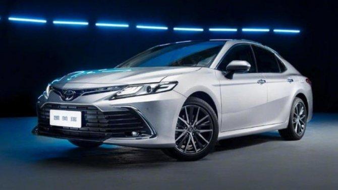 Toyota Camry получила небольшие обновления