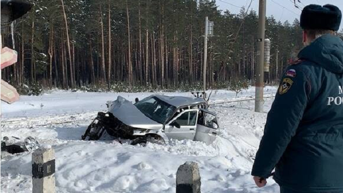В ДТП с поездом в Брянской области погибли трое