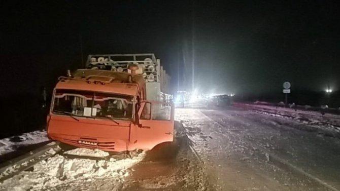 Тройное ДТП случилось под Томском сучастием КамАЗа